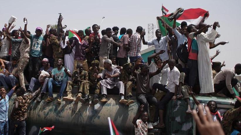 AU stellt Ultimatum: Internationaler Druck auf Militärführung im Sudan steigt