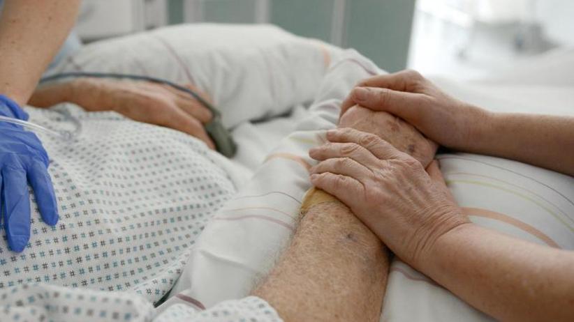 Paragraf 217: Bundesverfassungsgericht verhandelt über Sterbehilfe-Verbot
