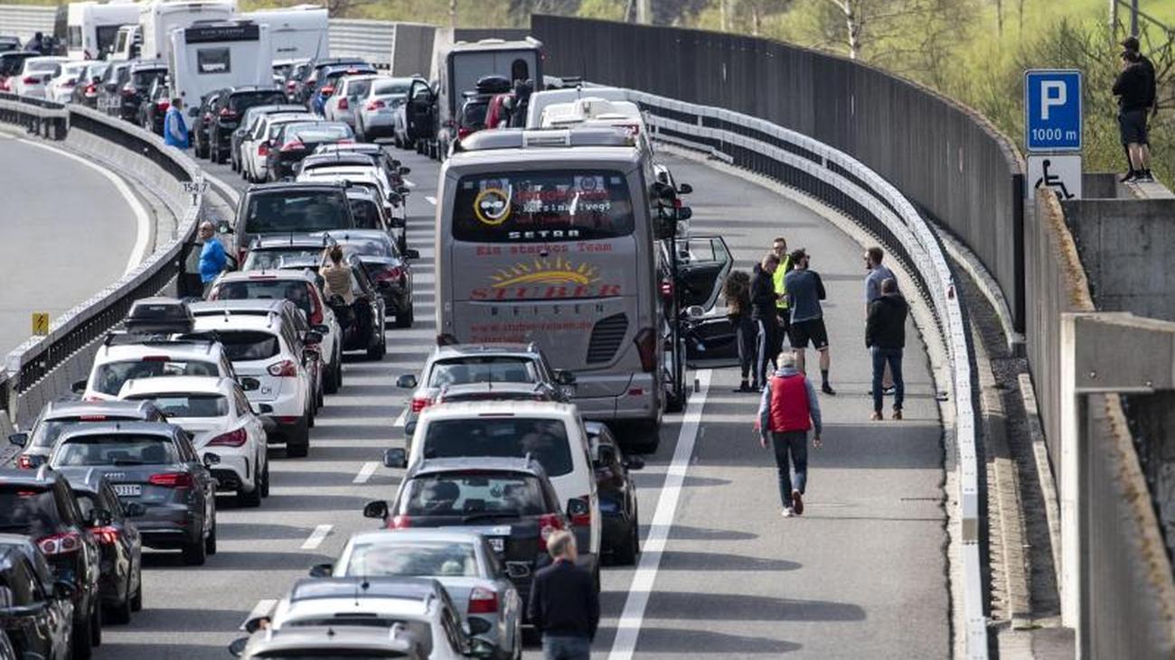 Stumbling, traffic jam, standstill: Tough start to the Easter