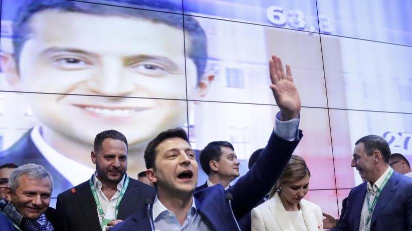 Stichwahl: Komiker Selenskyj als neuer Präsident der Ukraine gefeiert
