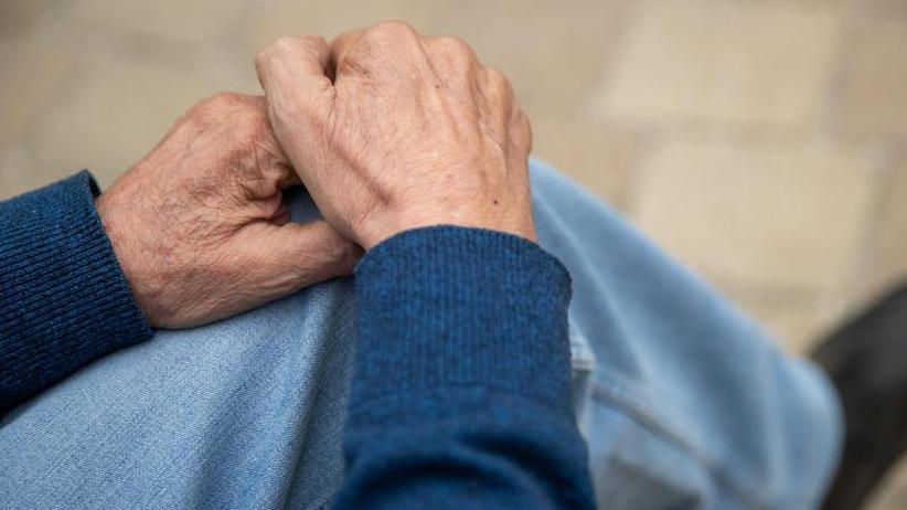 Pflegeeinrichtungen: Heime auf Senioren mit Alkoholproblem schlecht vorbereitet