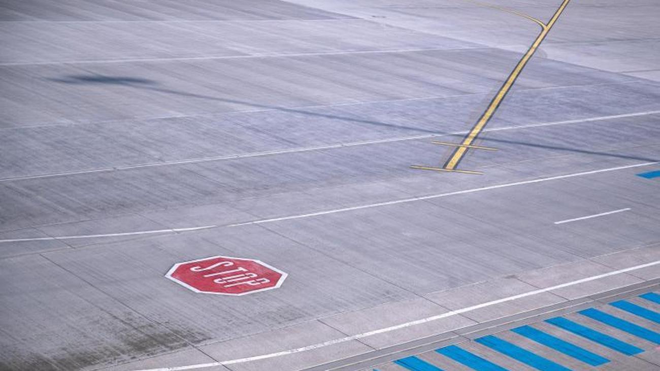 Seriously injured at Kassel: Jogger on runway triggers crash of
