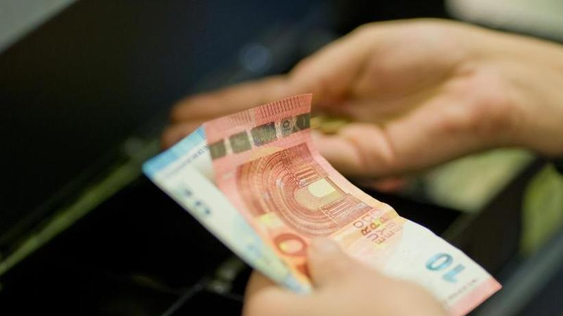 Bundesagentur für Arbeit: Arbeitslosengeld-Vorschuss im Supermarkt nun auch bundesweit