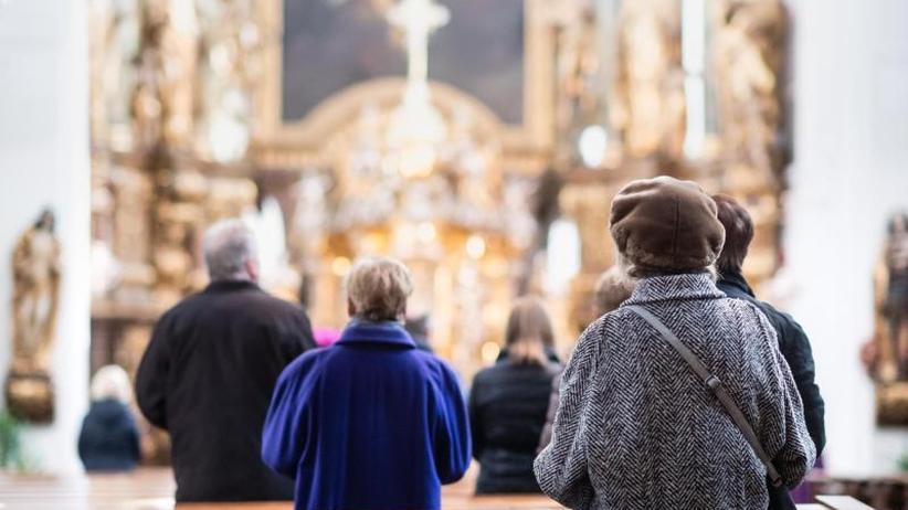 Prognose: Zahl der Kirchenmitglieder halbiert sich bis 2060