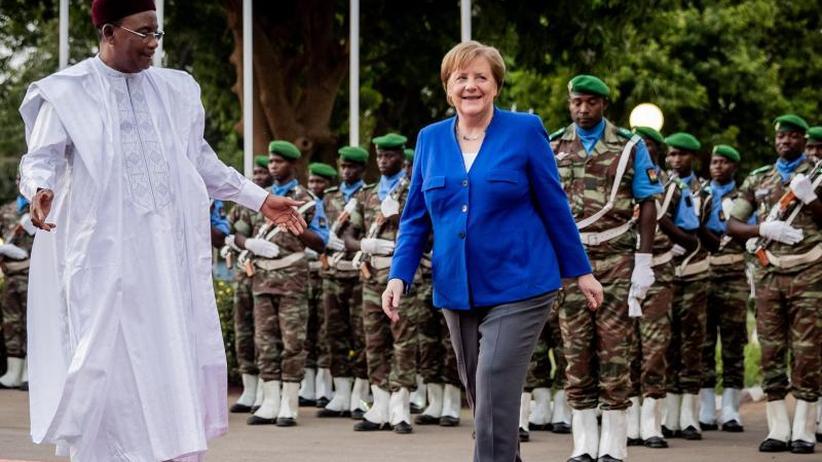 Westafrikareise der Kanzlerin: Merkel betont Dringlichkeit der Hilfsmaßnahmen für Niger