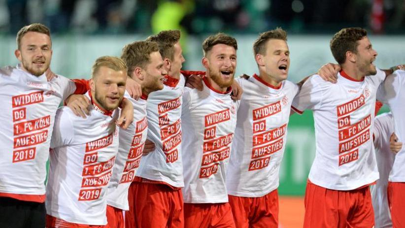 """Vorzeitiger Aufstieg: 1. FC Köln feiert Bundesliga-Rückkehr: """"Widder do"""""""