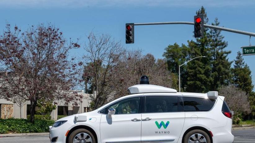 Milliarde für GM: Waymo-Roboterautos bei Fahrdienst-Vermittler