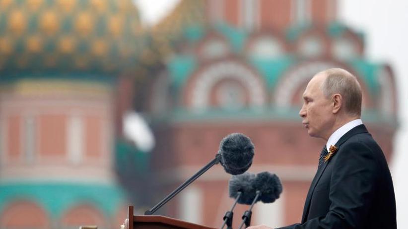 Russland feiert Kriegsende: Putin ruft bei Militärparade zum Kampf gegen Neonazismus auf