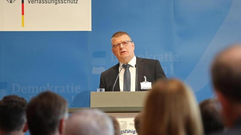 """Neue Dynamik: Verfassungsschutz-Chef warnt vor neu-rechten """"Grenzgängern"""""""