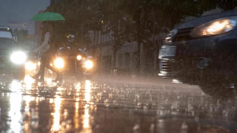 """Ausnahmezustand in Berlin: Gewitter, Schauer und Überschwemmungen durch Tief """"Axel"""""""