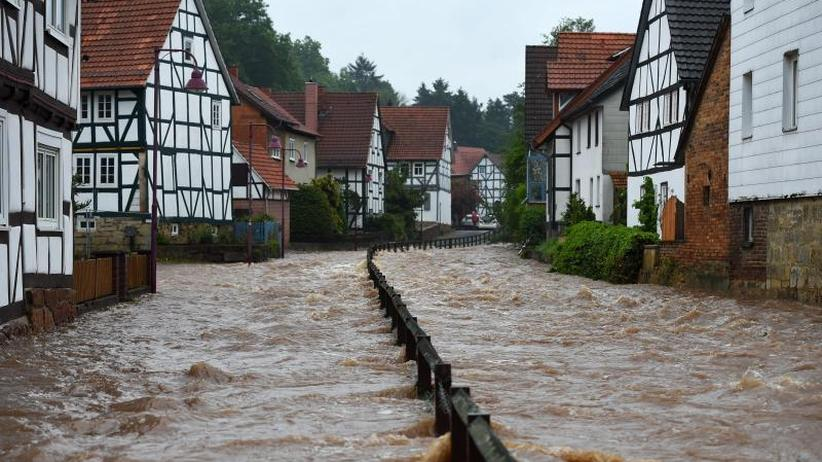 """Tief """"Axel"""": 100 Liter pro Quadratmeter: Straßen im Süden unter Wasser"""