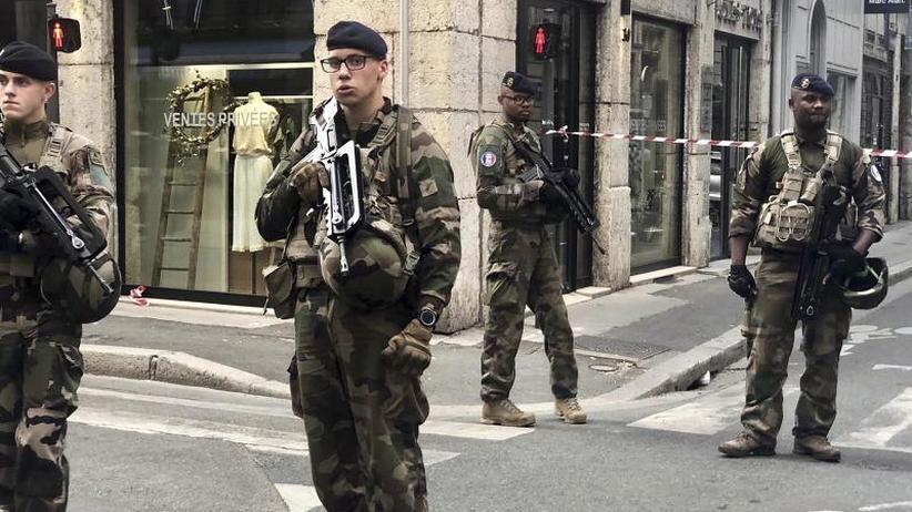 Suche nach Tatverdächtigem: Chef-Ermittler: Hintergrund der Explosion in Lyon unklar