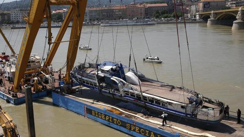 Mindestens 24 Opfer: Vier weitere Tote in gehobenem Donau-Ausflugsschiff gefunden