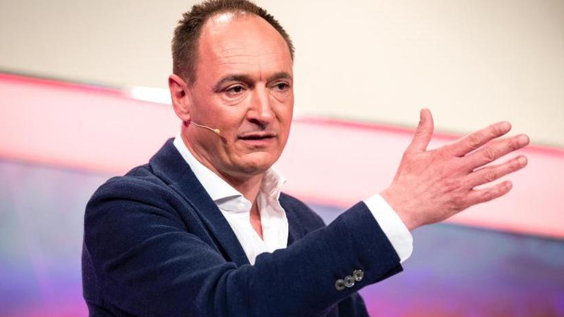 Schelte für Chef Max Conze?: Aktionäre nehmen ProSiebenSat.1-Chef ins Gebet