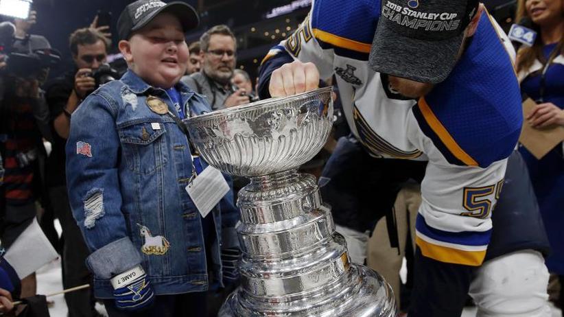 NHL-Finale: St. Louis Blues feiern mit Superfan ersten Stanley Cup