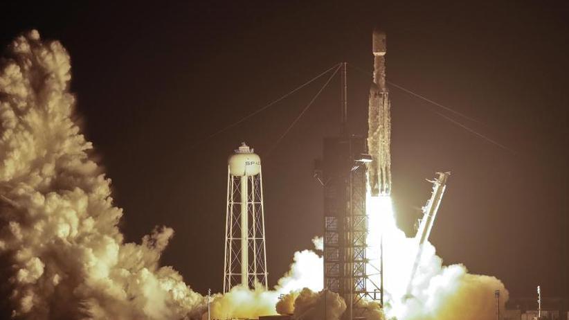 """Falcon Heavy""-Rakete: SpaceX-Rakete bringt Satelliten ins All"