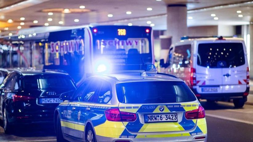 Täter geistig verwirrt: Lebensgefährliche Messerattacke auf Busfahrer in Düsseldorf