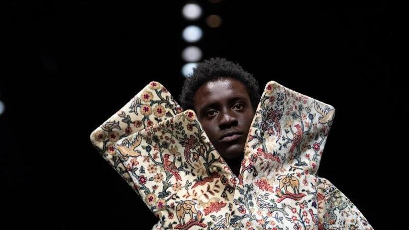 Modewoche: Berlin Fashion Week: Männer tragen Kragen und Klunker