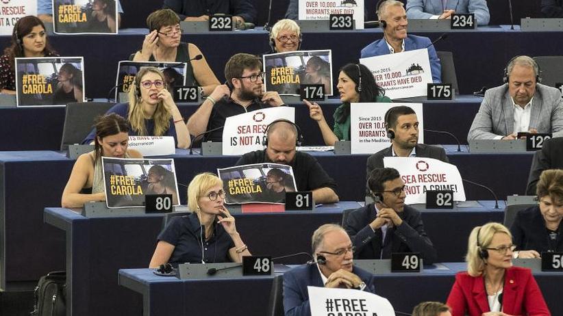 """Rettungsschiff-Kapitänin: Carola Rackete bleibt vorerst an """"sicherem Ort"""" in Italien"""
