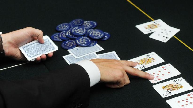 Mensch gegen Maschine: Software besiegt erstmals fünf Poker-Profis gleichzeitig