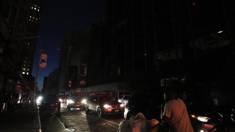Über 70.000 Menschen betroffen: Massiver Stromausfall:New York stundenlang im Dunklen