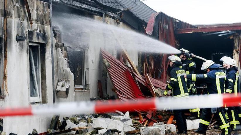 Hamminkeln am Niederrhein: Toter bei Brand in Saunaclub - Männer behindern Löscharbeit