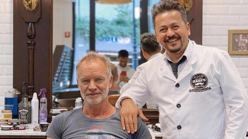 That's me: Sting hört sich selbst bei Düsseldorfer Barbier im Radio