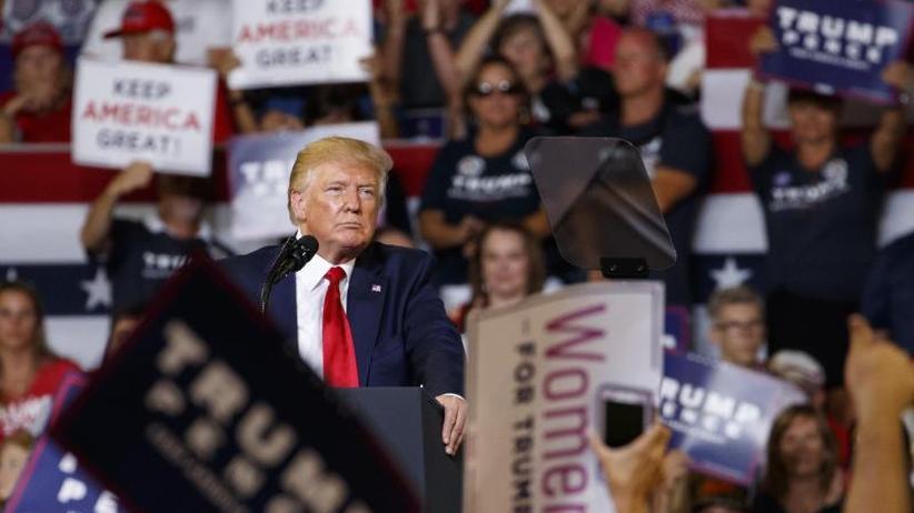 """""""Unglaubliche Patrioten"""": Trump verteidigt Anhänger nach Attacken auf Abgeordnete Omar"""