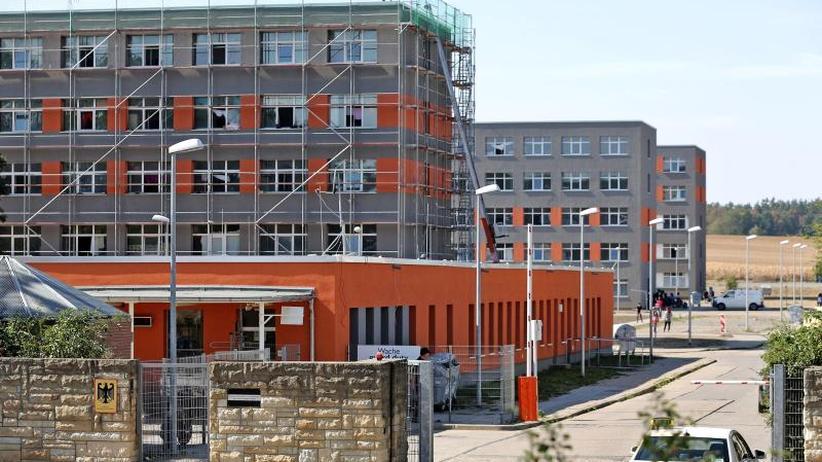 Sachsen-Anhalt: Übergriffe auf Flüchtlinge durch Wachpersonal
