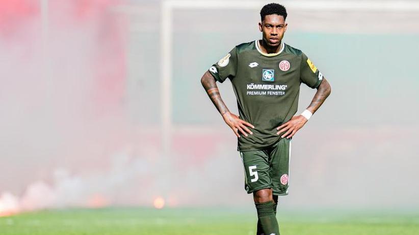 """FCA und Mainz stolpern: """"Bitterer Tag"""": Bundesliga-Mittelbau mit Pokal-Problemen"""