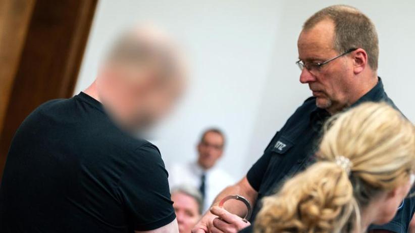 Insgesamt 89 Fälle: Pflegevater missbrauchte Jungen - über zehn Jahre Haft