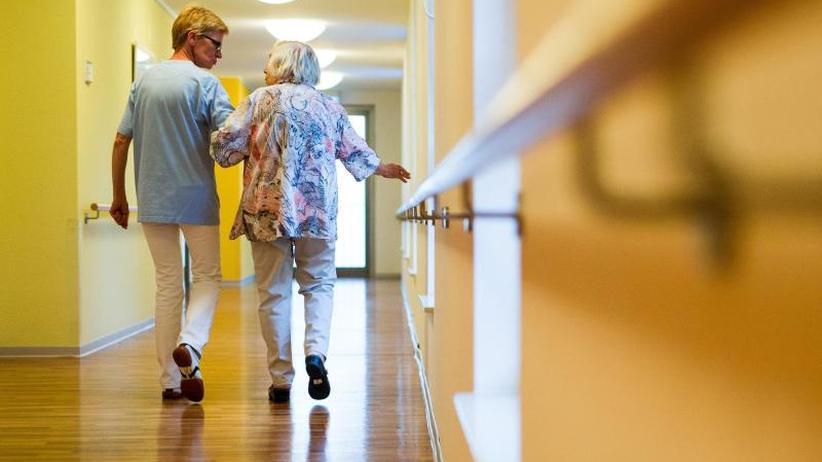 Sozialfall Pflege: Künftig werden Angehörige finanziell geschont