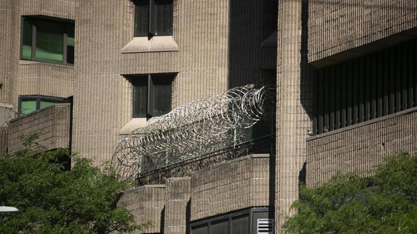 Selbstmord in Gefängniszelle: US-Medien:Epsteins Wärter schliefen und fälschten Bericht