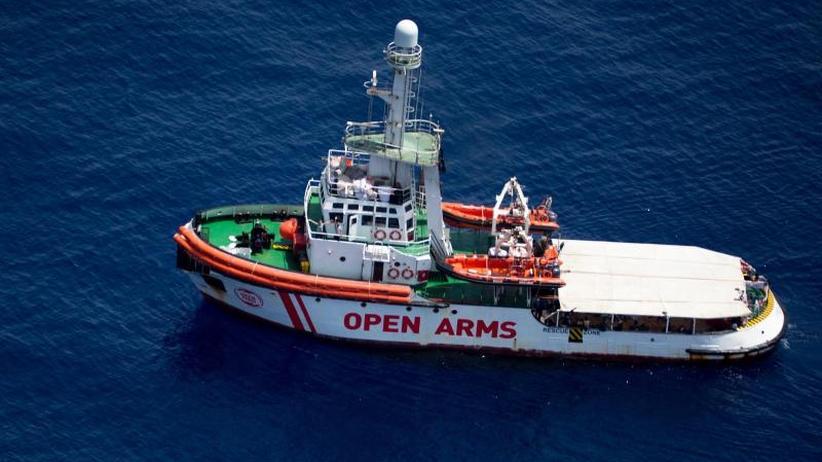 """Seenotretter auf Irrfahrt: """"Open Arms"""" und 147 Migranten müssen weiter ausharren"""