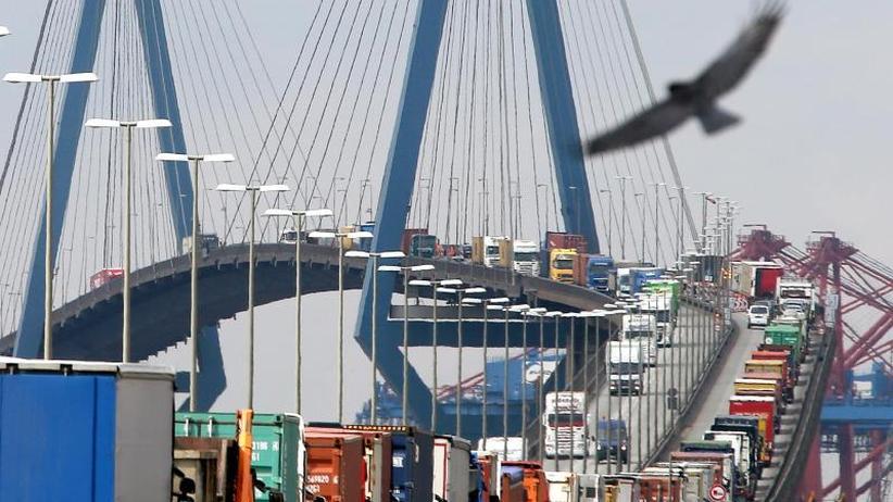 Neue Liniendienste: Hafen Hamburg wächst kräftig und gewinnt Marktanteile