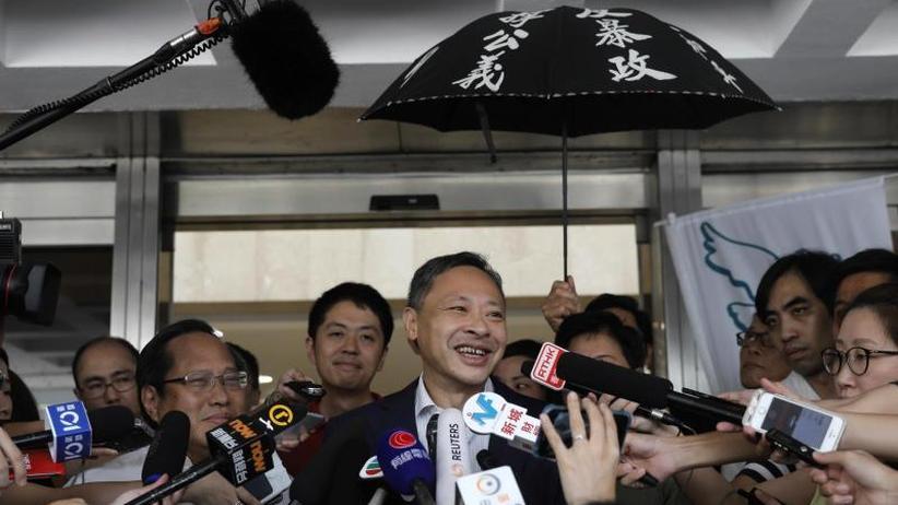 US-Präsident schaltet sich ein: Hongkong lässt Protest-Anführer frei - Neue Demos geplant