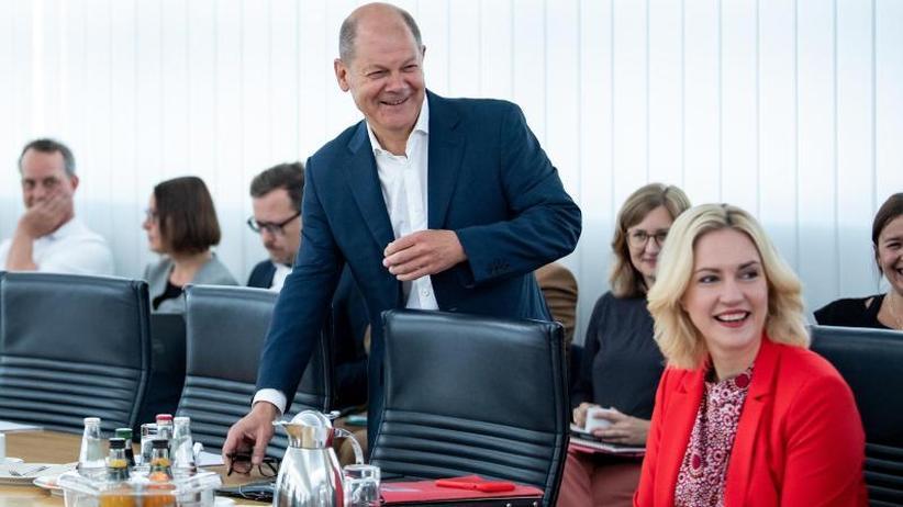 Entscheidung im Dezember: SPD-Parteitag soll über Groko-Halbzeitbilanz abstimmen