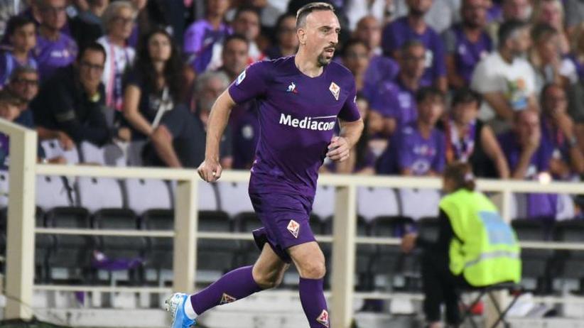 Serie A: Fans feiern Bayern-Legende Ribéry bei Florenz-Debüt