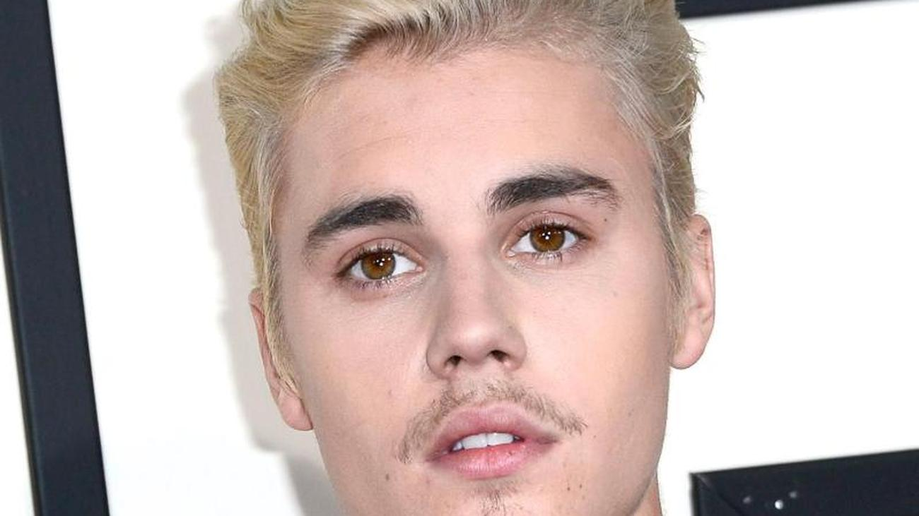 Canadian singer: Justin Bieber writes about hard time as a