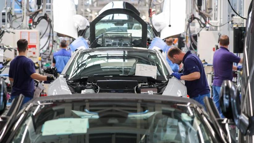 Institute warnen: Ökonomen: Deutsche Wirtschaft schrumpft weiter