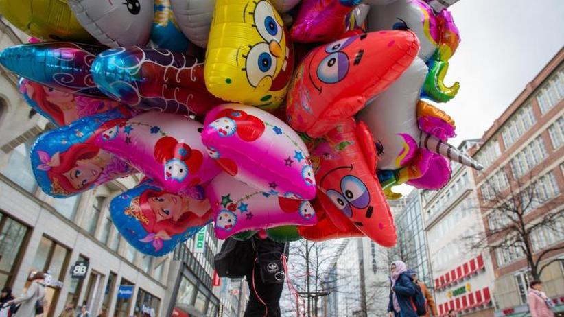 """Aufregung bei Union und FDP: Streit um Luftballons: Heiße Luft oder grüner """"Verbotswahn""""?"""