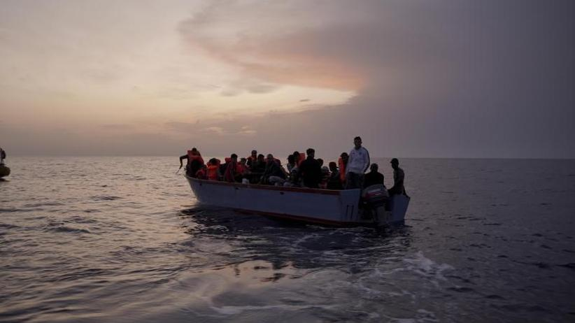 Ministertreffen in Luxemburg: Seehofers Übergangslösung für Seenotrettung kommt kaum voran