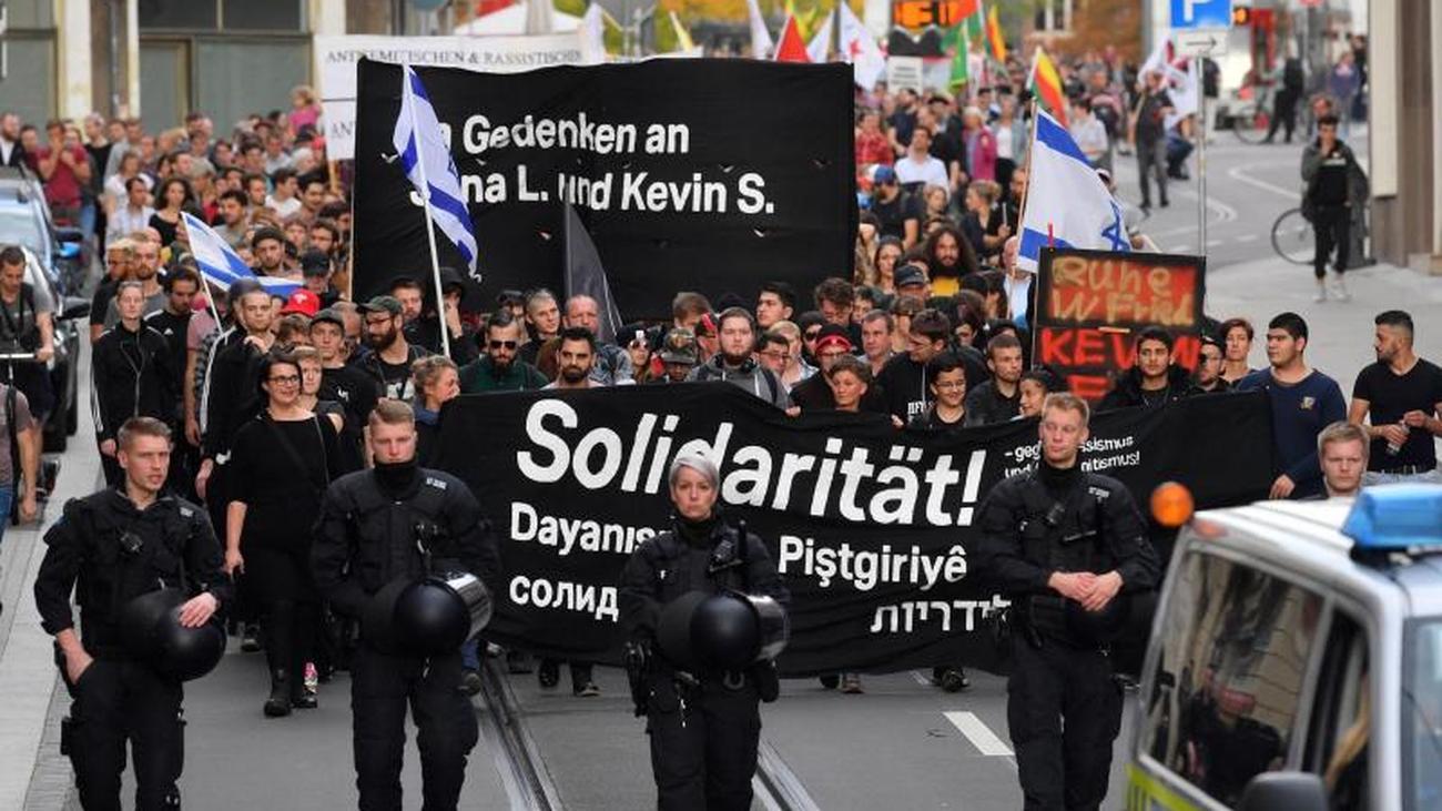 """Nach Anschlag von Halle: Tausende bei """"Unteilbar""""-Demonstration gegen Antisemitismus"""