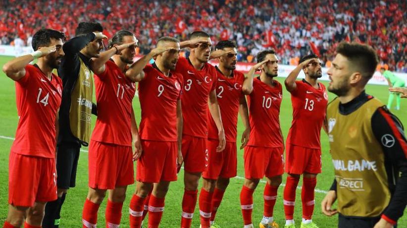 EM-Qualifikation: Wirbel um Salut-Torjubel türkischer Fußball-Nationalspieler