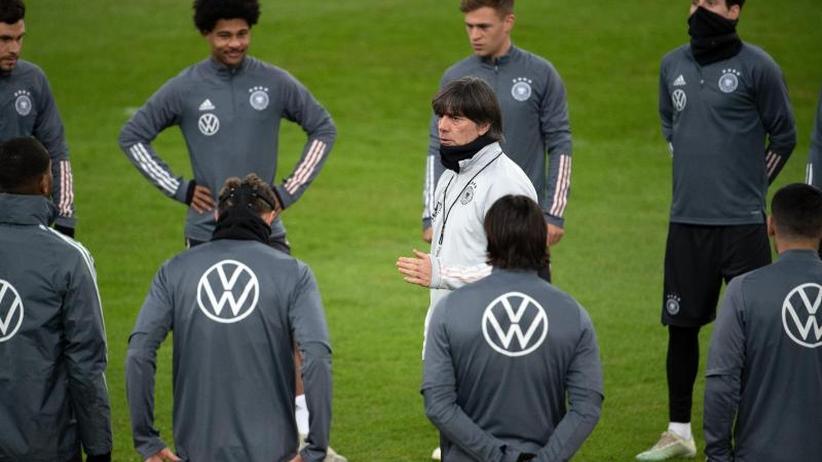 DFB-Team: Abschlusstraining mit Tah und Stark - Löw mit Ansprache