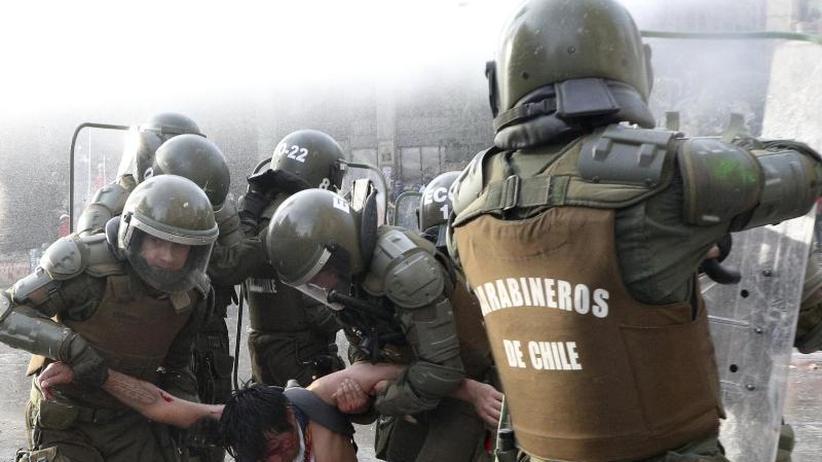 Nächstes Jahr Volksabstimmung: Nach blutigen Protesten:Chile soll neue Verfassung bekommen