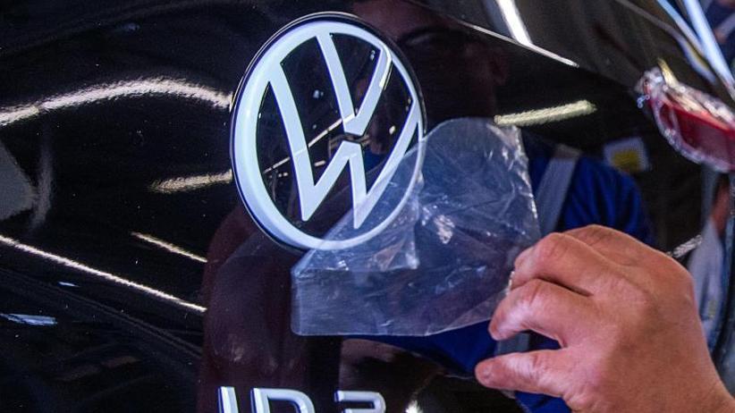 """Fabriken """"transformieren"""": VW steckt weitere Milliarden in E-Autos und Digitalisierung"""