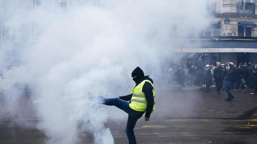 """Heftige Ausschreitungen: Jahrestag der Proteste: """"Gelbwesten"""" demonstrieren in Paris"""