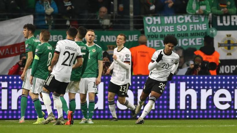 EM-Qualifikation: Mit Gnabry-Gala zu Platz eins - Kantersieg gegen Nordirland