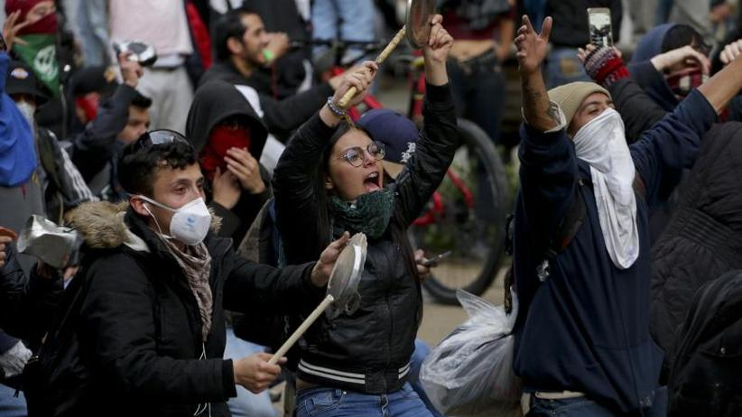 Nach massiven Krawallen: Kolumbiens Regierung verhängt Ausgangssperre in Bogotá